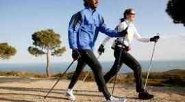 Η Διαφορά μεταξύ απλού Βαδίσματος και τα οφέλη του NORDIC WALKING στον αθλητισμό